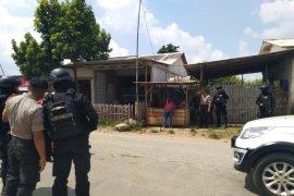 Warga Bekasi kesulitan dokumentasikan penggerebekan terduga teroris