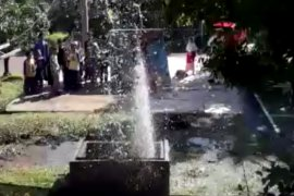 Sumur bor tidak dipakai semburkan air hingga tujuh meter di Bogor