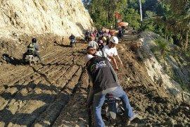 ACT sampaikan ada delapan titik longsor di jalan Trans Palu-Kulawi