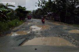 Jalan nasional di wilayah IKN baru masih rusak