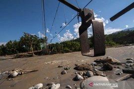 Jembatan gantung di Desa Tuva Sigi, Sulteng putus diterjang banjir
