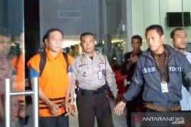 KPK tahan tiga tersangka kasus suap perkara PN Balikpapan