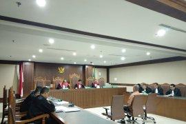 Deputi IV Kemenpora  didakwa terima suap