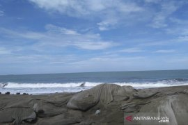 Tidak ada tanggul, abrasi pantai Aceh Barat semakin parah