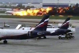 Pesawat terbakar saat pendaratan darurat, 41 orang tewas