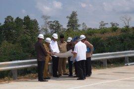 Presiden Jokowi meninjau calon Ibu kota RI kawasan Bukit Soeharto di Kaltim
