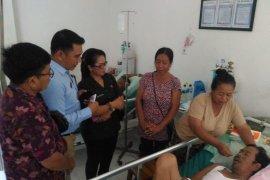 Ketua Bawaslu Bali besuk Ketua Panwascam di Karangasem yang hilang ingatan