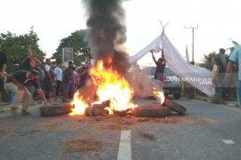 Rekapitulasi suara ricuh, simpatisan Caleg di Muratara saling blokir jalan