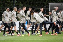 Pura-pura sakit mau nonton Ajax, pemain ini akhirnya dipecat