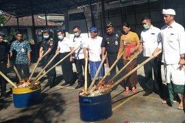 """BBPOM Denpasar """"bakar"""" obat-kosmetik ilegal"""