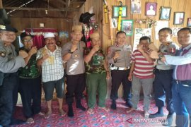 Jaga situasi Kamtibmas, Kapolres HST silaturahmi dengan tokoh adat Dayak Maratus