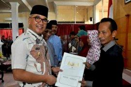 Pemkab Cirebon beri santunan pada ahli waris petugas KPPS