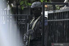 Rumah seorang warga Tanah Datar digeledah, diduga terlibat aksi teror.