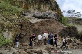 Landslide claims two in Boyolali, Central Java