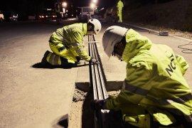 Jalan canggih di Swedia isi daya kendaraan listrik