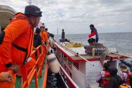 Basarnas Kupang selamatkan 15 awak kapal nelayan KM Tanjung Jaya