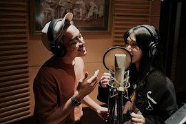 "Isyana - Gamaliel berkolaborasi untuk lagu versi terbaru ""Aladdin"""