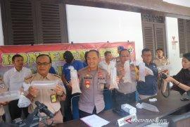 BKIPM lepasliarkan 124.500 benih lobster ke laut Padang