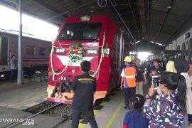 Penambahan frekuensi operasional KA Pangrango sangat membantu  penumpang