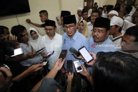 "Sandiaga Uno kirim ""Al Fatihah"" doakan petugas KPPS meninggal dunia di Surabaya"
