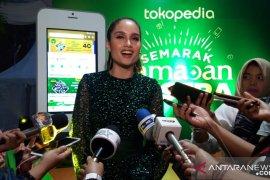 Cinta Laura merasa lebih nyaman berpuasa di Indonesia