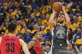 Bintang Golden State, Stephen Curry kukuhkan diri raja tripoin final NBA dua tahun lalu