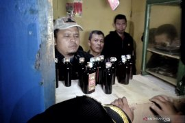 Satpol PP Kota Bandung razia 200 botol minuman keras dan tujuh PSK