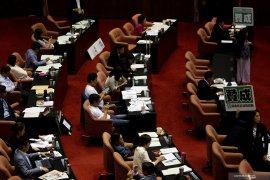 Perkelahian terjadi di parlemen atas perkara pencalonan pejabat