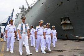 Kapal perang terbesar Australia, HMAS Canberra tiba di Jakarta