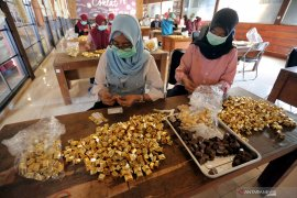 Produksi makanan olahan cokelat