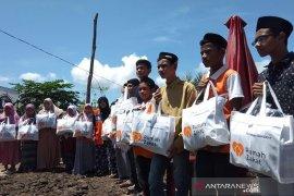 Rumah zakat salurkan 400 paket lebaran anak yatim