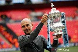 Manchester City raih trigelar domestik semusim