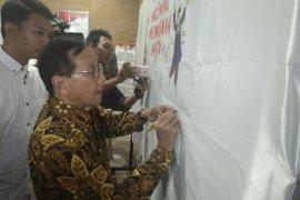 """Akbar Tandjung sebut """"people power"""" tidak relevan tolak hasil pemilu"""