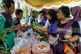 Pemkab Kapuas Hulu gelar bazar Sembako murah