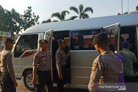 Polisi Karawang razia massa yang ke Jakarta