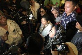 Titiek Soeharto datangi aksi di depan Gedung Bawaslu RI