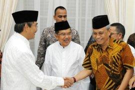 Mantan Ketua MK apresiasi Prabowo menggugat ke Bawaslu-MK
