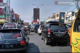 Pemberlakuan satu jalur jalan tol berimbas ke jalur arteri Bekasi
