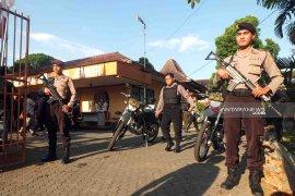 TNI-Polri patroli gabungan di Jember pascakerusuhan Jakarta