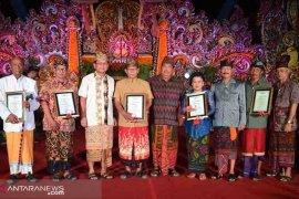 """Lima budayawan dan seniman Buleleng terima """"Anugerah Wija Kusuma"""""""