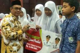 243 siswa siswi berprestasi di Aceh Jaya terima beasiswa