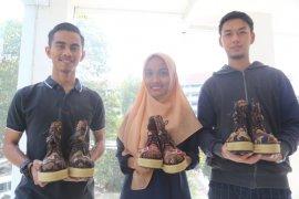 Sepatu 4 in 1  mahasiswa UMM diminati Jepang
