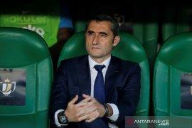 Valverde masih mau bertahan di Barcelona