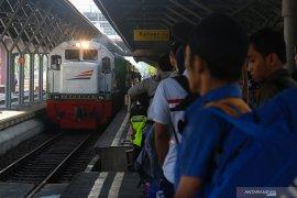 Daop Surabaya batalkan 22 perjalanan kereta, jumlah penumpang anjlok