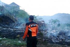 Kebakaran hanguskan tujuh unit warung di Objek Wisata Karangpara Sukabumi