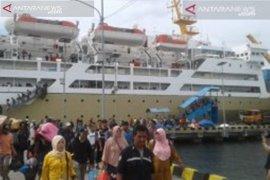 Pelni mengangkut 518 pemudik Batulicin-Surabaya