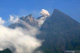Dua kali guguran lava Gunung Merapi meluncur sejauh 500-600 meter