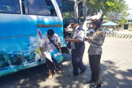 Polres-Dishub Bangka Barat cek kelayakan armada bus