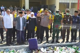 Polda Jatim musnahkan puluhan ribu barang bukti miras dan narkoba