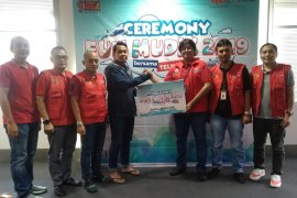 PT. Telkomsel bagi 50 tiket gratis Ambon-Makassar